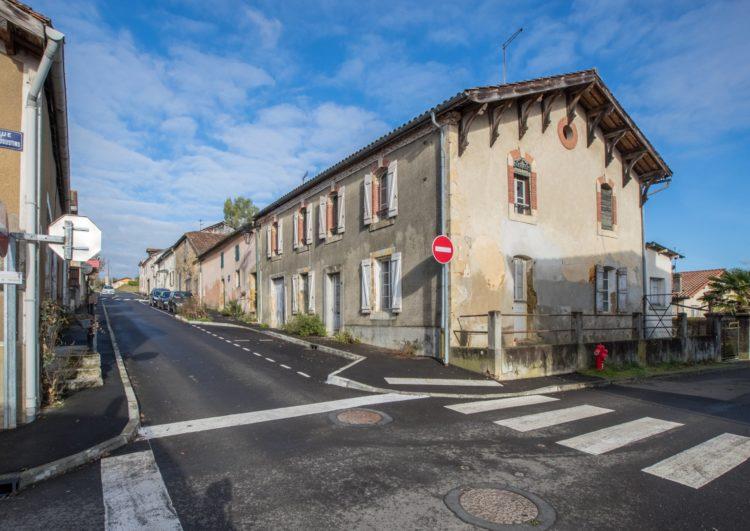 Grande maison de village à rénover avec garage et cour