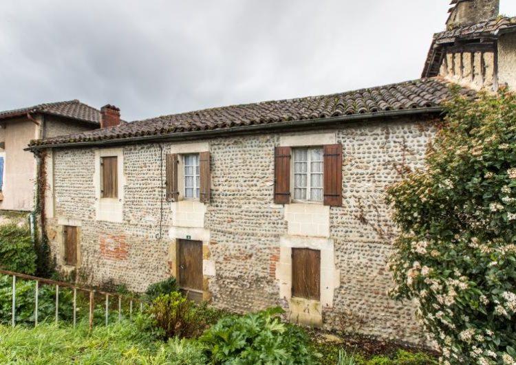 Maison de village à rénover avec carport de 70 m2