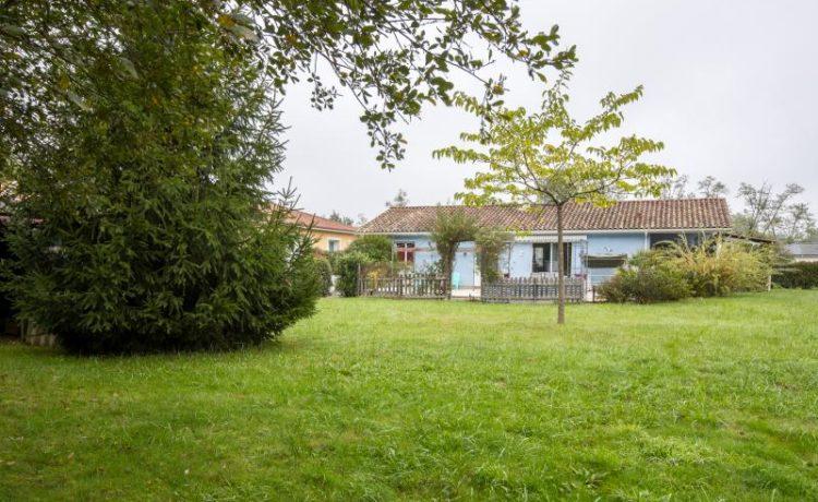 Maison contemporaine de plain-pied avec piscine, Hagetmau.
