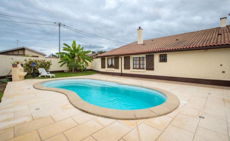 Maison de plain-pied, 3 chambres et 1 bureau, jardin clos avec piscine. 1