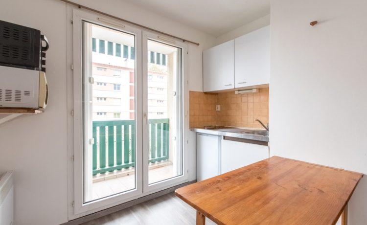 Appartement T1 avec balcon superbe emplacement PAU. 4