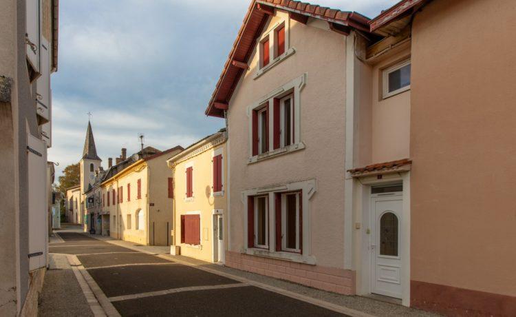 Maison de ville rénovée, 3 chambres avec terrain. 2