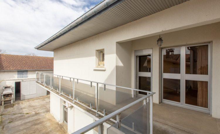Ensemble immobilier: Maison + local