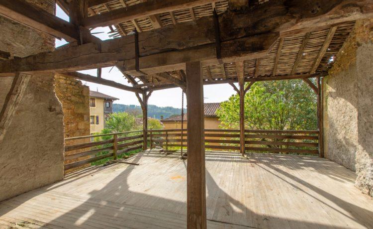 Maison de village avec cours et jardin 2