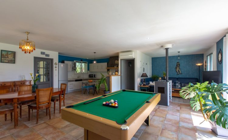 Maison - 5 pièces - 3 chambres + 1 bureau - piscine chauffée - terrain 1951 m2 2
