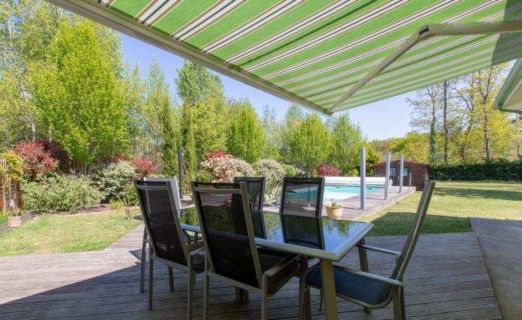 Maison - 5 pièces - 3 chambres + 1 bureau - piscine chauffée - terrain 1951 m2