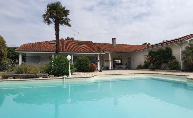 Maison 3 chambres avec piscine et dépendance 1