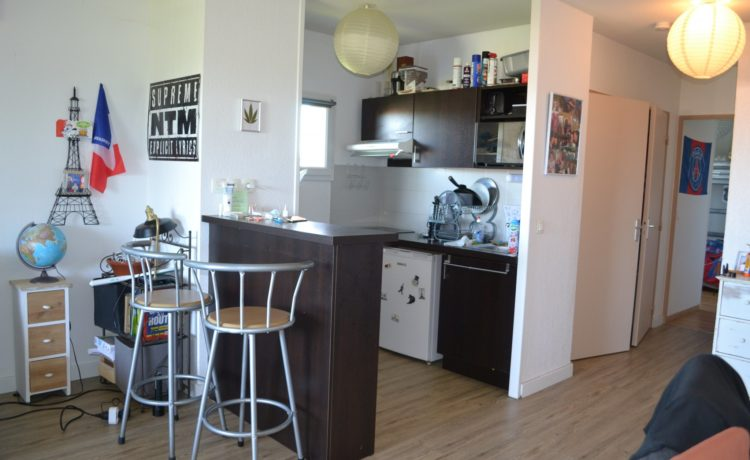 Appartement dernier étage avec balcon à vendre à Lons (64)