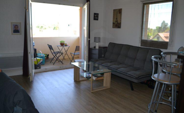 Appartement dernier étage avec balcon à vendre à Lons (64) 4
